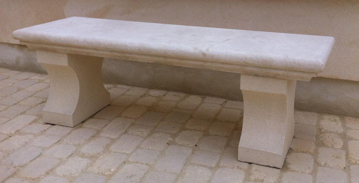 tables et bancs d'extérieur en pierre de fontvieille sur lourmarin